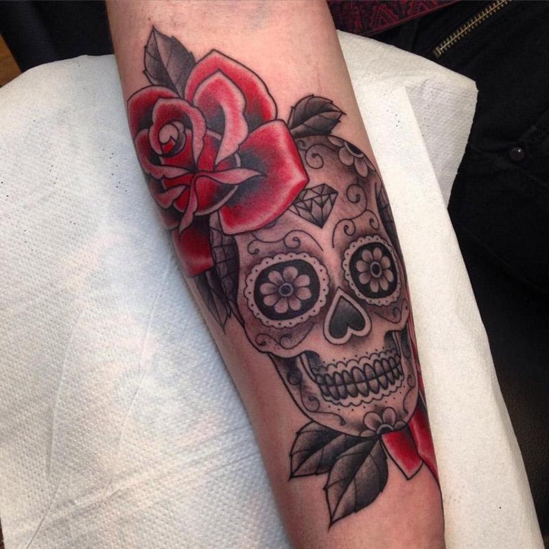 fotos e ideias de tatuagem de caveira mexicana amo tatuagem. Black Bedroom Furniture Sets. Home Design Ideas