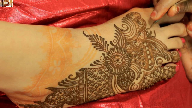 0337f66d445 Vai fazer tatuagem indiana  Confira essa matéria antes!