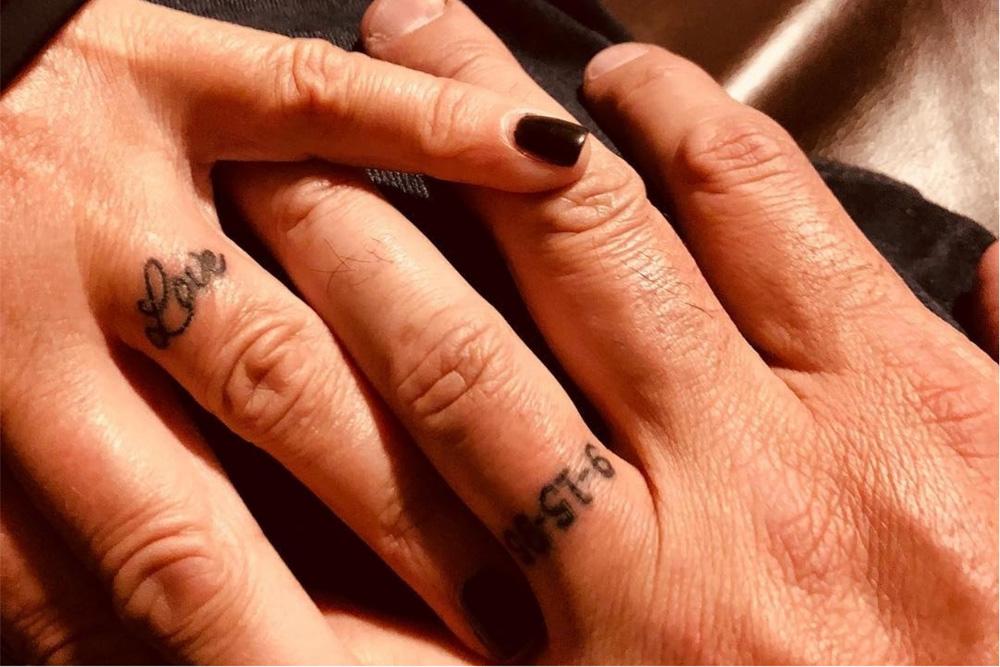 Tatuagem De Aliança No Dedo E Em Outras Partes Do Corpo é