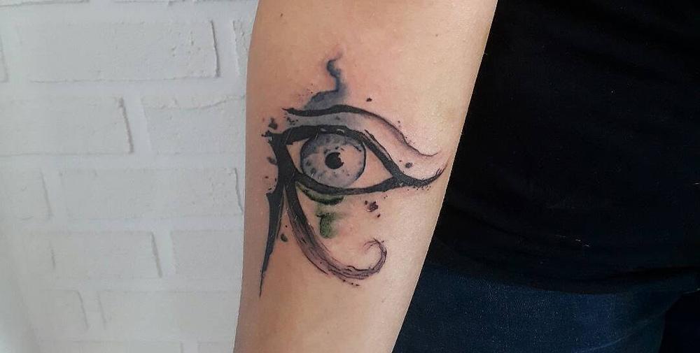 Tatuagem Olho de Hórus virou moda  veja algumas ideias e significados 07195d1298