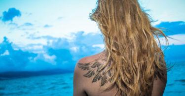 Cuidados com tatuagem na praia