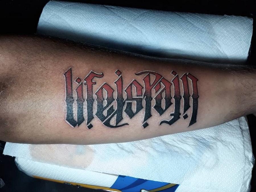 Tatuagem de ambigrama