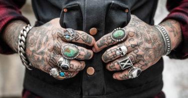 Tatuagem na mão